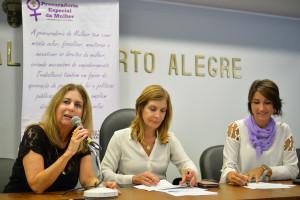 Abertura Oficial da Programação do Mês da Mulher. Na foto, a secretária Adjunta de Desenvolvimento Social de Porto Alegre, Denise Ries Russo e as vereadoras Monica Leal e Comandante Nádia.